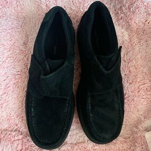 NWOT black hush puppies